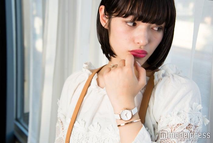 「手元がオシャレに」未来蕗さん(C)モデルプレス