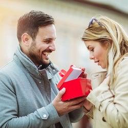 男性が本命女性にしか贈らない「特別プレゼント」4つ 君を想って選んだよ
