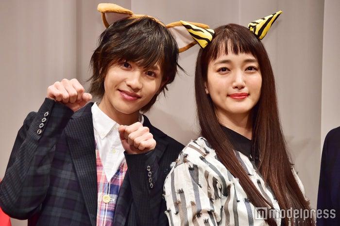 (左から)志尊淳、入山法子 (C)モデルプレス