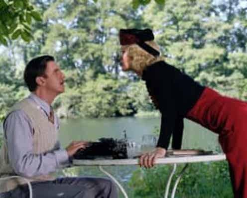 『ダウントン・アビー』スタッフ&ジュディ・デンチが名作戯曲をよみがえらせる! 『ブライズ・スピリット』日本公開決定