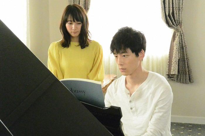 吉岡里帆、坂口健太郎/「ごめん、愛してる」第1話より(画像提供:TBS)