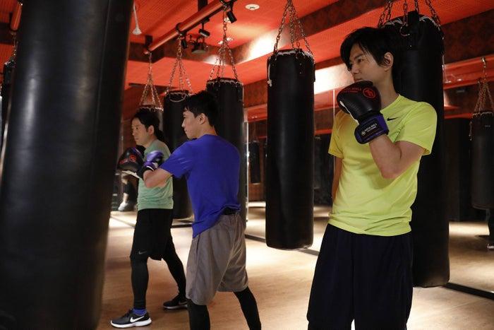 (左から)又吉直樹、町屋良平氏、加藤シゲアキ(C)フジテレビ