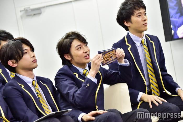 (左から)吉沢亮、松岡広大、松島庄汰(C)モデルプレス