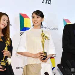 (左より)小泉今日子、能年玲奈、宮藤官九郎