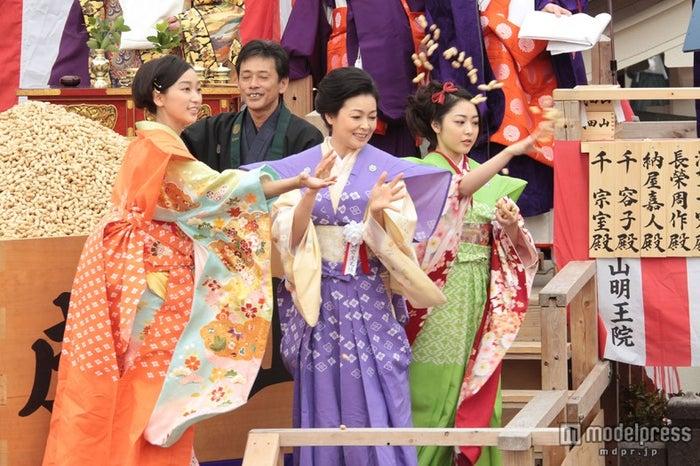 杏、財前直見、松浦雅(C)NHK