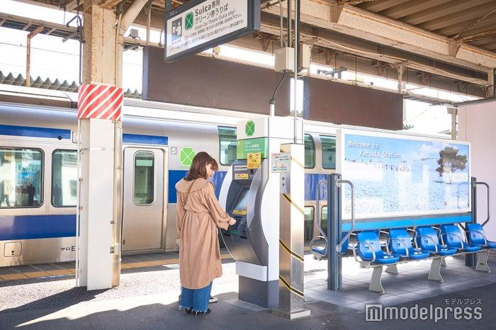 「普通列車グリーン車」で混雑を避けてストレスフリーで帰宅(C)モデルプレス