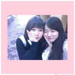 モデルプレス - 松岡茉優、JK時代写真公開 同級生・朝日奈央との2ショットに反響「天使」「尊い」