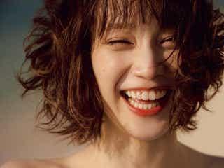 """""""振れ幅MAX女優""""中村ゆりか、1st写真集で天真爛漫な笑顔のレアショットを披露"""