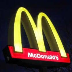マクドナルド、米国の店内飲食再開を3週間延期へ コロナ拡大で
