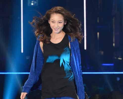 """西山茉希、スレンダーボディで""""完全復帰"""" 産後初のファッションショー"""