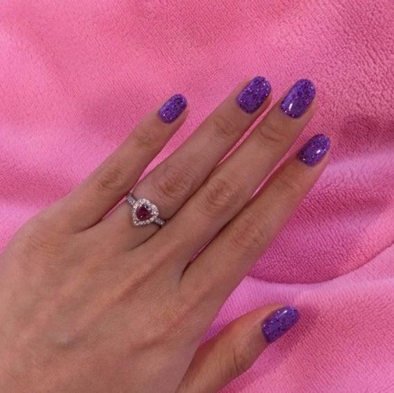 婚約指輪を披露/ぺこオフィシャルブログ(Ameba)より
