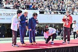 「ブラジルの人聞こえますかーパラ駅伝始まりまーす」/提供:日本財団パラリンピックサポートセンター