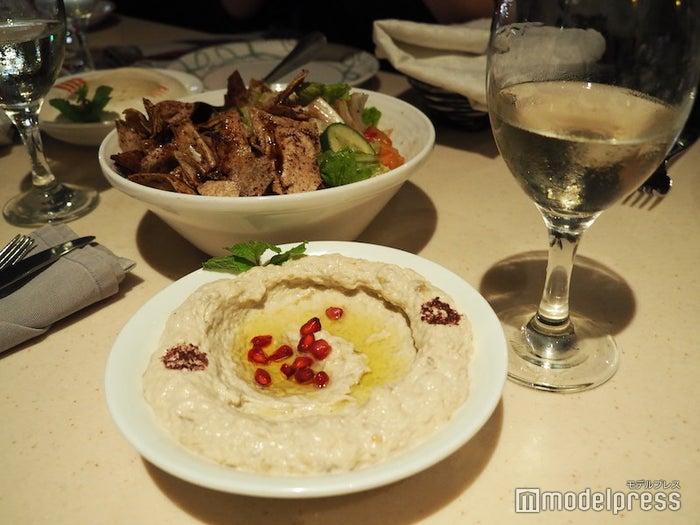 ドバイならではの料理もラインナップが充実していて美味しい、写真はフムス(ひよこ豆のペースト)(C)モデルプレス