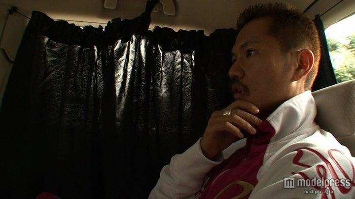 ライブ会場に向かう際、自分自身のイメージについて語るATSUSHI(C)NHK