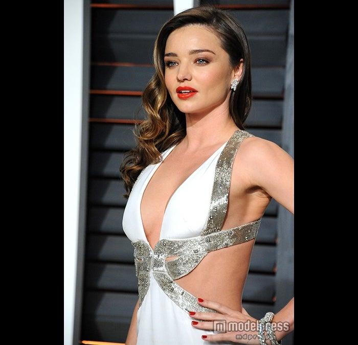 セクシーな白ドレスで魅せたミランダ・カー/photo:Getty Images【モデルプレス】