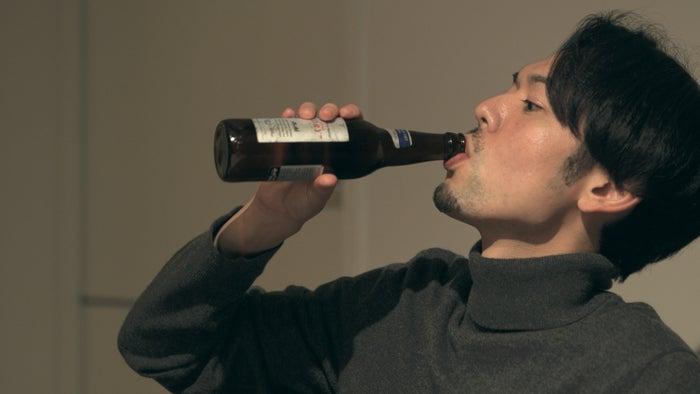 """話題になった""""瓶ビール事件""""「TERRACE HOUSE TOKYO 2019-2020」34th WEEK(C)フジテレビ/イースト・エンタテインメント"""