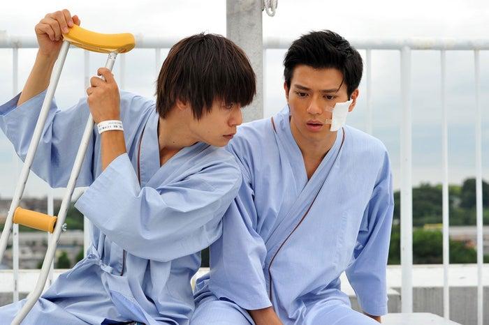 窪田正孝、新田真剣佑(写真提供:関西テレビ)