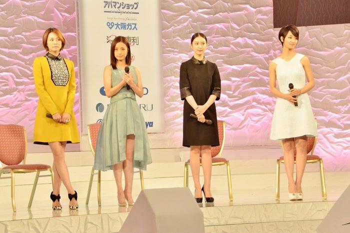 トークショーを行った(左から)米倉涼子、上戸彩、武井咲、剛力彩芽