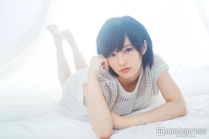 山本彩/「smart」6月号より(画像提供:宝島社)