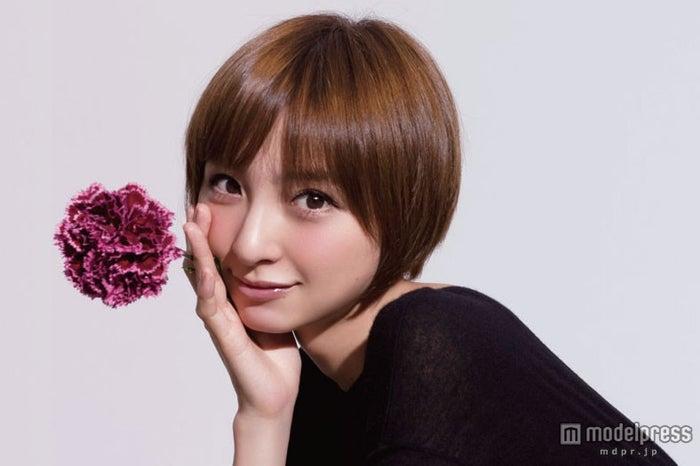 AKB48篠田麻里子がファッションブランド「ricori(リコリ)」を立ち上げ