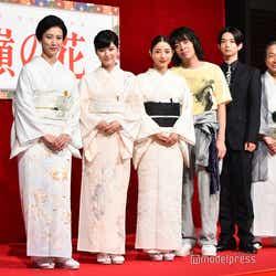 (左から)戸田菜穂、芳根京子、石原さとみ、峯田和伸、千葉雄大、小日向文世(C)モデルプレス