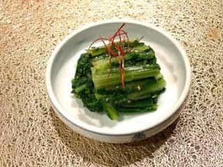 材料はたったの4つだけ!プロ直伝「春菊」を使ったお家で作れる簡単レシピ
