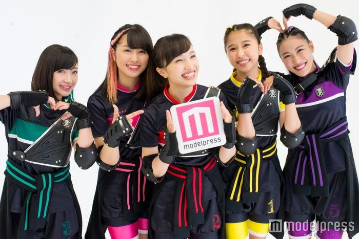 ももいろクローバーZ(左から)有安杏果、佐々木彩夏、百田夏菜子、玉井詩織、高城れに(C)モデルプレス