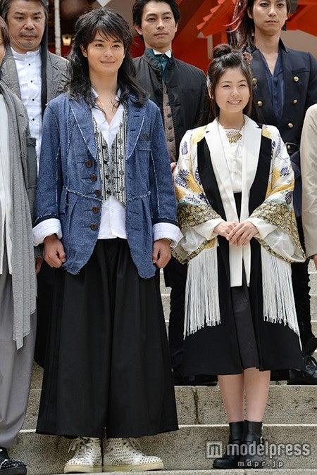 (左から)瀬戸康史、小芝風花