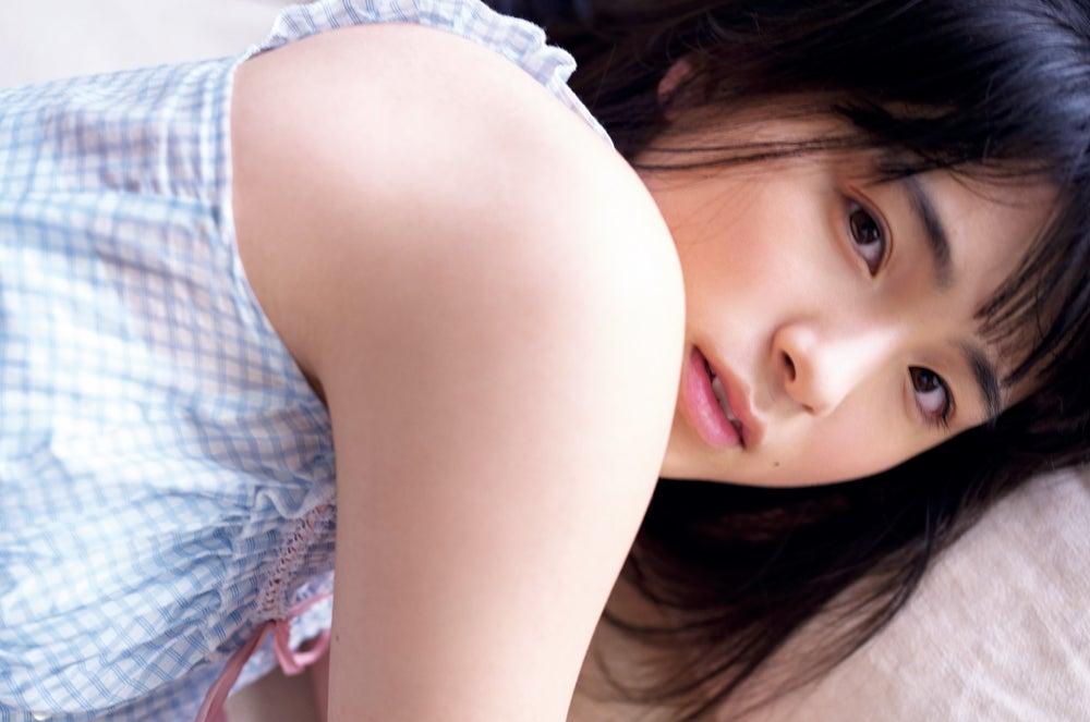 乃木坂46大園桃子の美肌きらめく キュートな寝顔も披露
