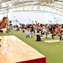 モデルプレス - カリスマトレーナーAYA、初の1,000人超えイベント開催 力強いパフォーマンスを披露