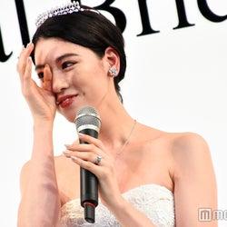 三吉彩花、バースデーサプライズに感涙 人生初のウエディングドレス姿が美しすぎる!