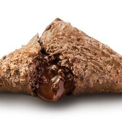 マクドナルド「三角チョコパイ黒・白」史上最大のチョコクリーム量にリニューアル
