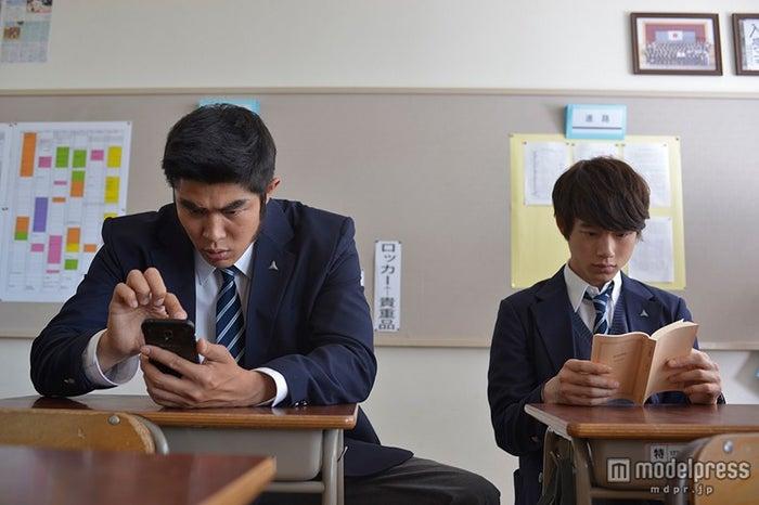 (左から)鈴木亮平、坂口健太郎/(C)アルコ・河原和音/集英社(C)2015映画「俺物語!!」製作委員会