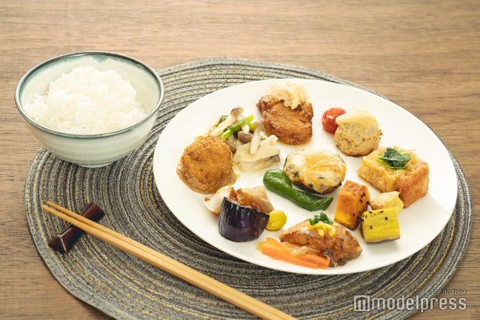 特A米だけを使用した「旬すぐご飯」と一緒に(C)モデルプレス