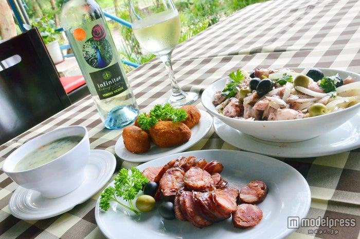 ポルトガルワインに合うソーセージやタコマリネ