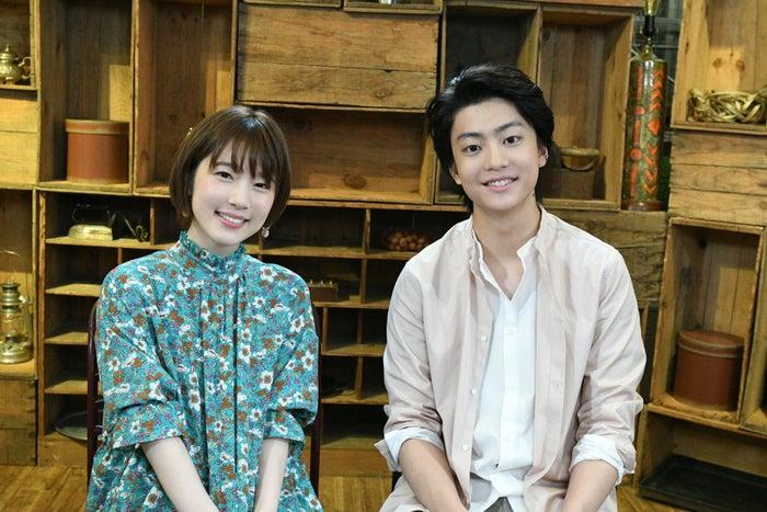 (左から)内田真礼、健太郎(C)TBS