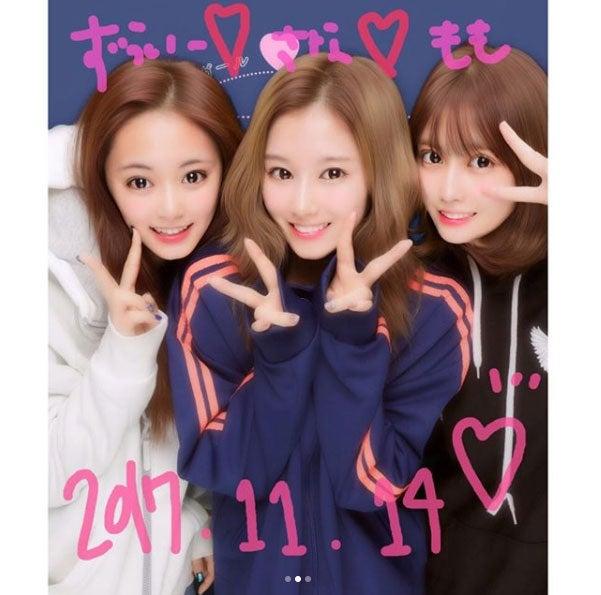 TWICEモモ&サナ&ツウィ、レアなプリクラを公開 日本語で