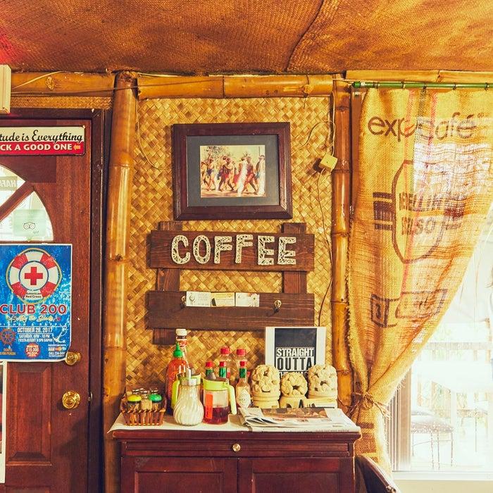 店内は南の島の天然素材を多く用いた、温もりのある雰囲気 (C)マリアナ政府観光局/MVA
