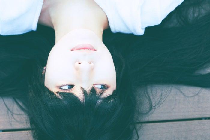 「一緒にいたい」と思わせる女性の共通点:基本的にポジティブ思考/photo by ぱくたそ