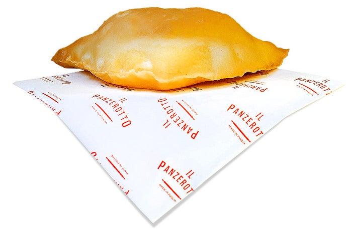 イタリア・プーリア州のソウルフード、パンツェロット(包み揚げピザ)(提供画像)