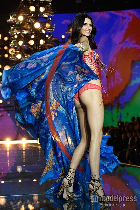 「Victoria's Secret Fashion Show 2015」に登場したケンダル・ジェンナー/photo:GettyImages【モデルプレス】