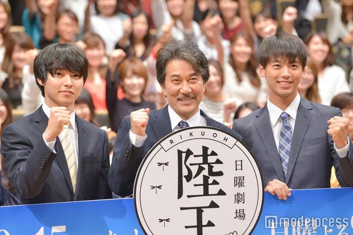 (左から)山崎賢人、役所広司、竹内涼真(C)モデルプレス
