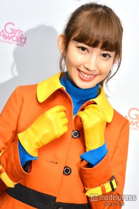モデルプレスのインタビューに応じた小嶋陽菜
