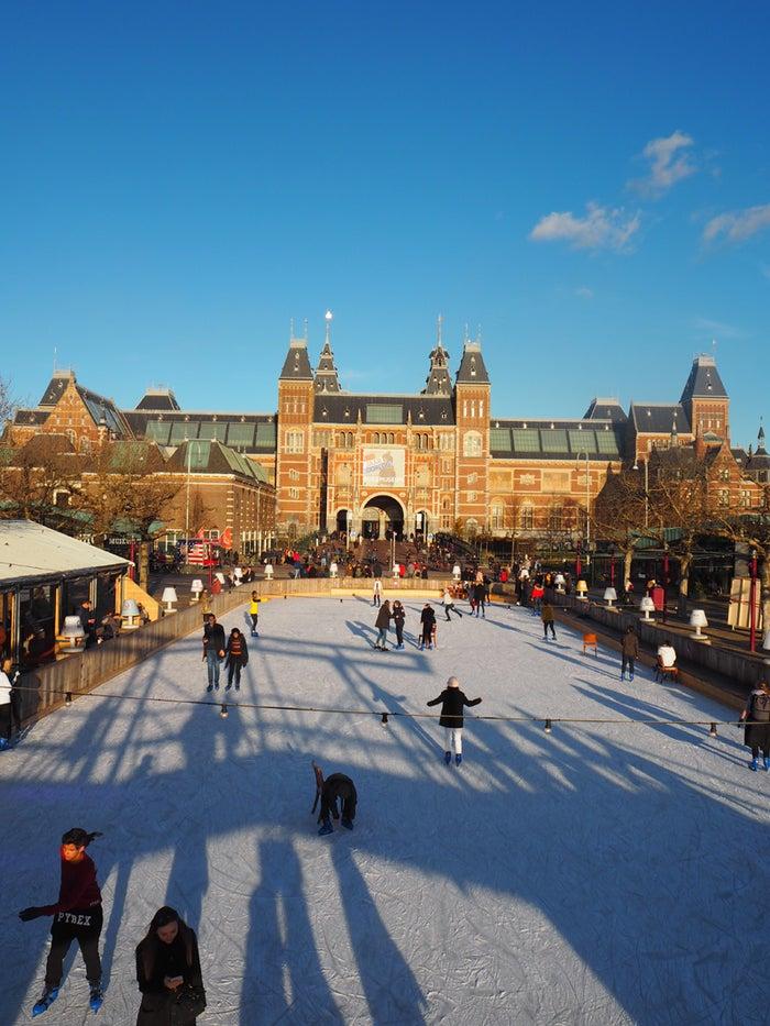 冬季になるとミュージアム広場に出現するスケートリンク@yurisu13