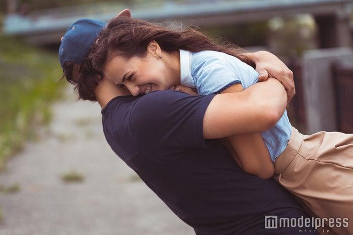 この子から離れられない…と男性に思わせる5つのテクニック(Photo by Vladyslav Starozhylov)