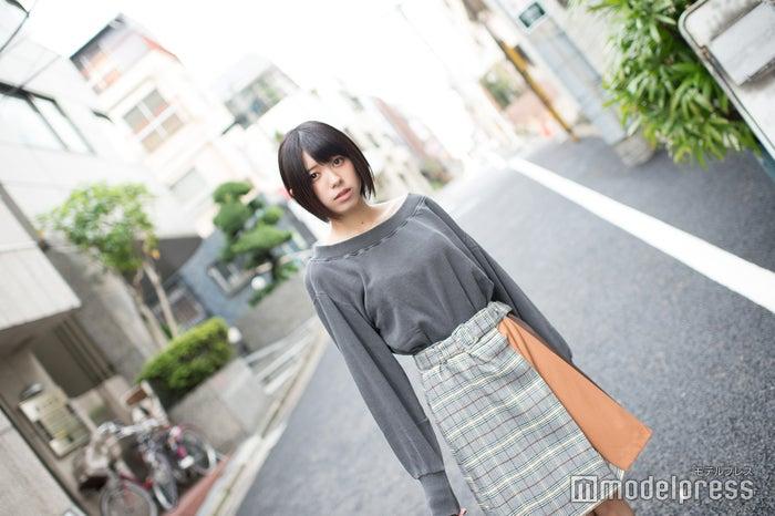 ショートカットになってファッションの趣味も少しボーイッシュに/大西桃香(C)モデルプレス