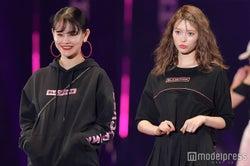 emma&八木アリサら「BLACKPINK」コラボ服を着こなし 観客沸かす