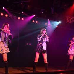 村重杏奈、指原莉乃、松岡はな/AKB48劇場で行われたHKT48 チームH「RESET」公演(C)AKS