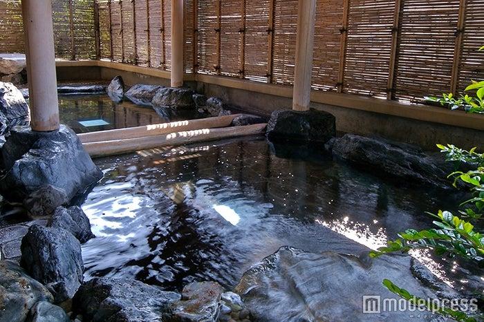 2階露天風呂かじかの湯/画像提供:ホテル河鹿荘