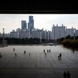 韓国、外国人を雇用する1.2万カ所を調査へ コロナ集団感染で